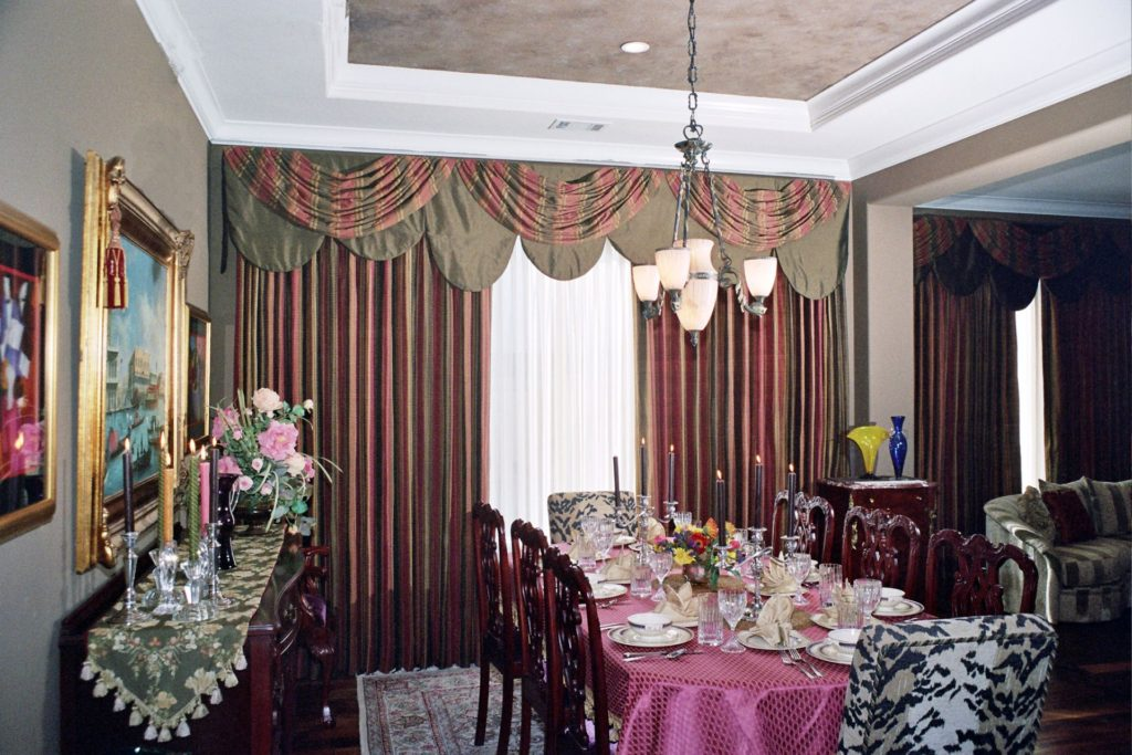 window coverings in a dining room